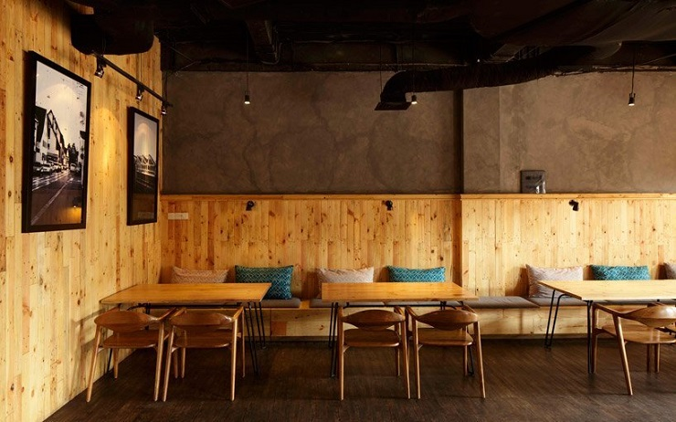 """Porterhouse is a contemporary fusion restaurant located in Pantai Indah Kapuk, Indonesia. It was a project developed by Jakarta-based designer Alvin Tjitrowirjo of AlvinT studio."" Porterhouse Restaurant by Alvin T Porterhouse Restaurant by Alvin T 013414MX 2"