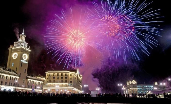 """""""Celebrating New Year 2014-Krasnaya Polyana_Russia- Fireworks explode above Rosa Khutor ski resort"""" Celebrating the new year 2014 Celebrating the new year 2014 Celebrating New Year 2014 Krasnaya Polyana Russia Fireworks explode above Rosa Khutor ski resort e1388666707791"""
