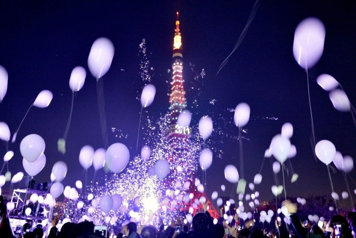 """""""Celebrating New Year 2014-Tokyo- Japan- People release balloons by the Prince Park Tower"""" Celebrating the new year 2014 Celebrating the new year 2014 Celebrating New Year 2014 Tokyo Japan People release balloons by the Prince Park Tower e1388666537945"""