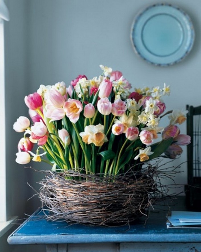 Ideas For Beautiful Spring Flower Arrangements Tulip And Daffodil Nest Arrangement