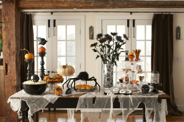 Easy Halloween Dining Room Decorating Ideas Halloween Cool Black Spider Ornament And Crow Also Skull Ornament For Awesome Indoor Halloween Dining Table Decoration Brabbu Design Forces