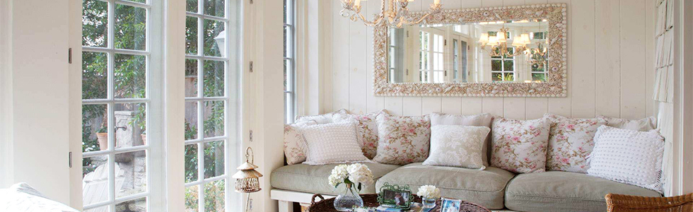 How to decorate a living room with large wall mirror