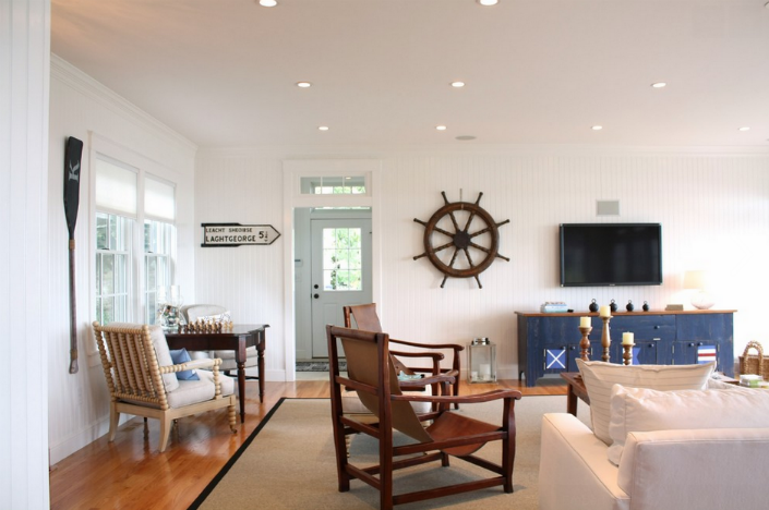How to Decorate your Living Room with a Captain\'s Chair