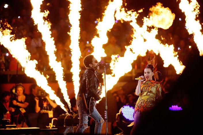 Katy Perry, Lenny Kravitz Super Bowl 2015 Halftime Show Highlights Super Bowl 2015 Halftime Show Highlights Super Bowl 2015 Halftime Show Highlights 5