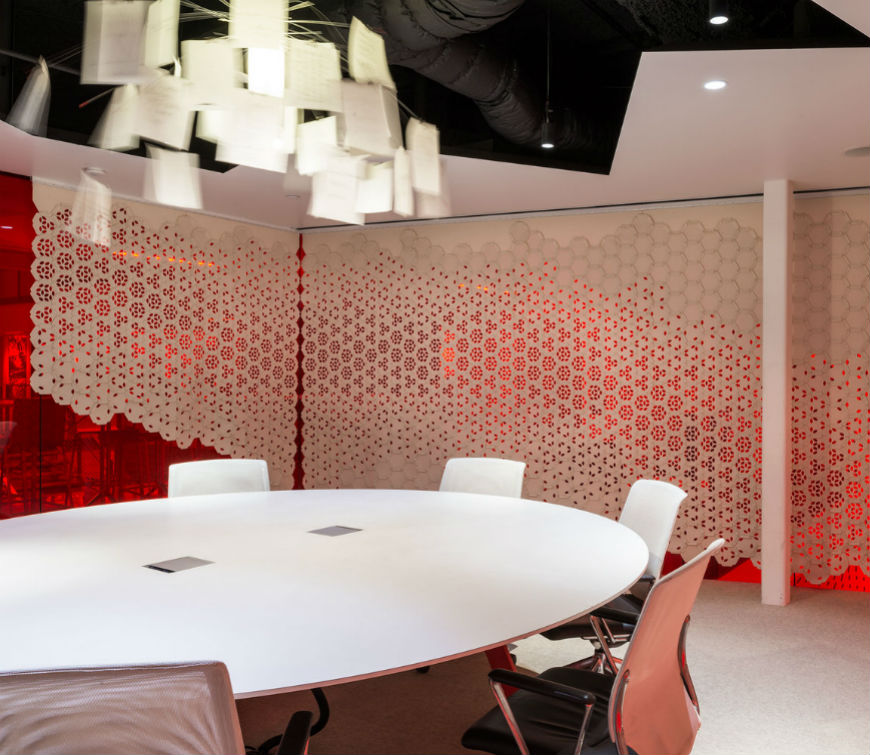 Original-wallcovering-by-Gensler-and-Filz