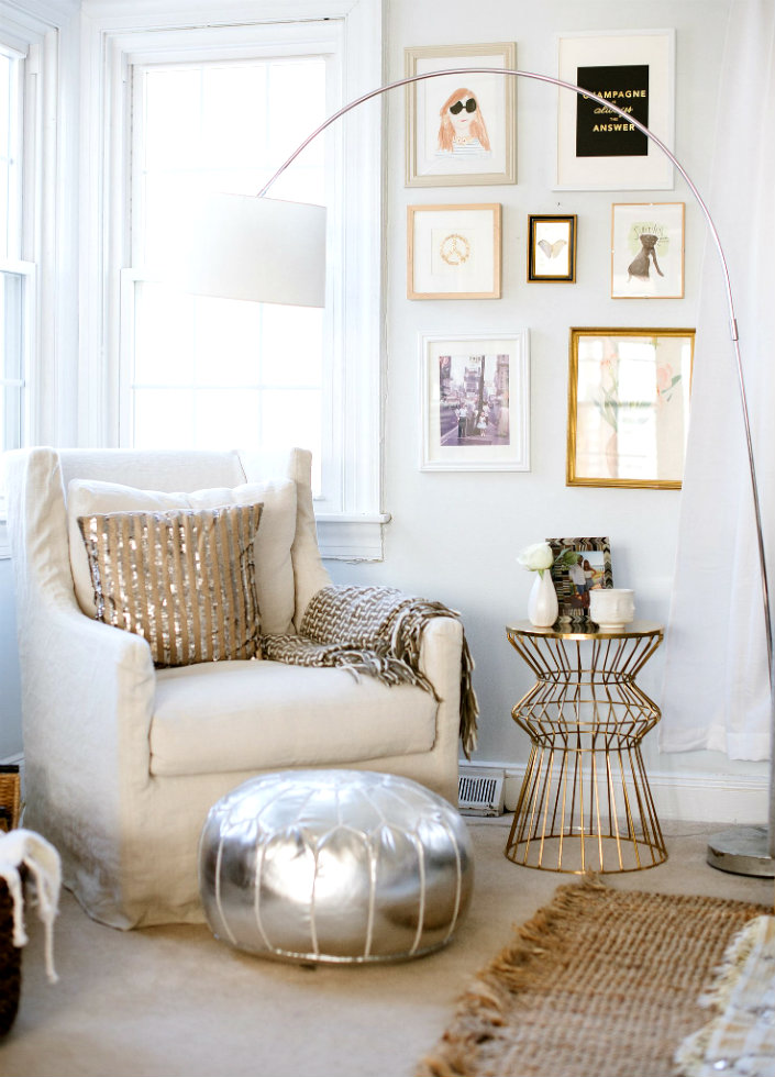 Metal is a contemporary detail that goes always perfectly with a yellow fabric. HOW TO USE FLOOR LAMPS IN YOUR SUMMER DÉCOR 42
