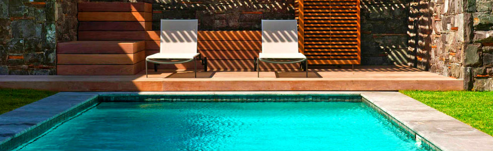 How to use a Lounge Chair in a Lounge Pool area