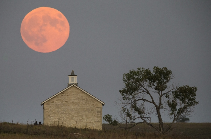 The Best Pictures from the september 2015 11 super blood moon The Best Pictures of the super blood moon september 2015 The Best Pictures from the super blood moon september 2015 11