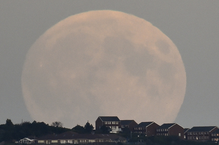 The Best Pictures from the september 2015 6 super blood moon The Best Pictures of the super blood moon september 2015 The Best Pictures from the super blood moon september 2015 6