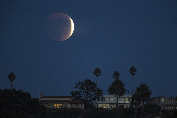 The Best Pictures from the september 2015 7 super blood moon The Best Pictures of the super blood moon september 2015 The Best Pictures from the super blood moon september 2015 7