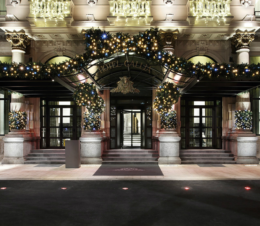 Christmas Decorations Ideas For Hotels: Most Luxurious Hotels With The Best Christmas Window
