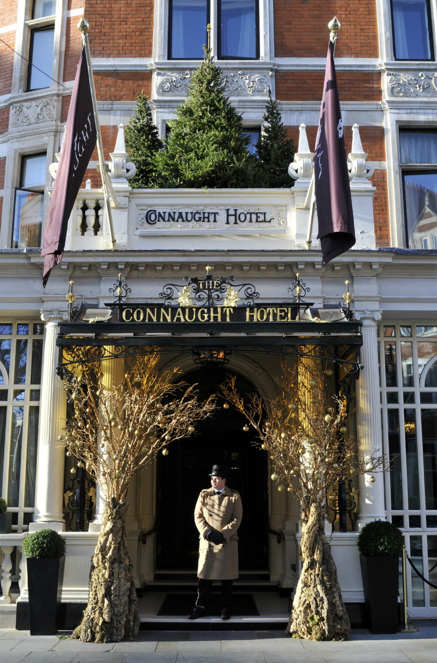 Most luxurious hotels window displays most luxurious hotels Most luxurious hotels with the best Christmas window display ideas hotel christmas decorations 02