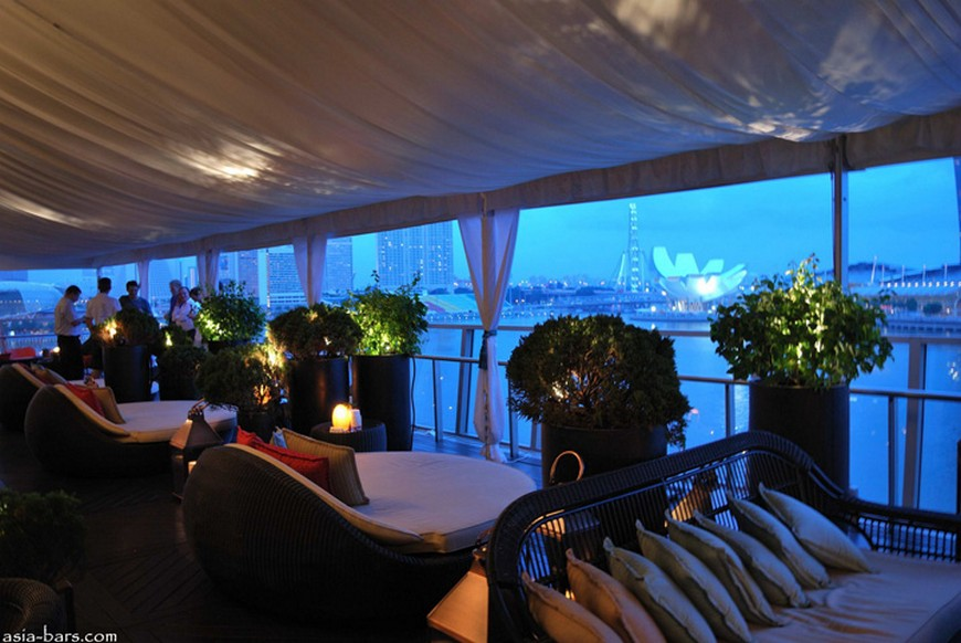 Discover the rooftop bar at The Fullerton Bay Hotel the fullerton bay hotel singapore Discover the rooftop bar at The Fullerton Bay Hotel Singapore Lantern Bar at The Fullerton Bay Hotel Singapore 06