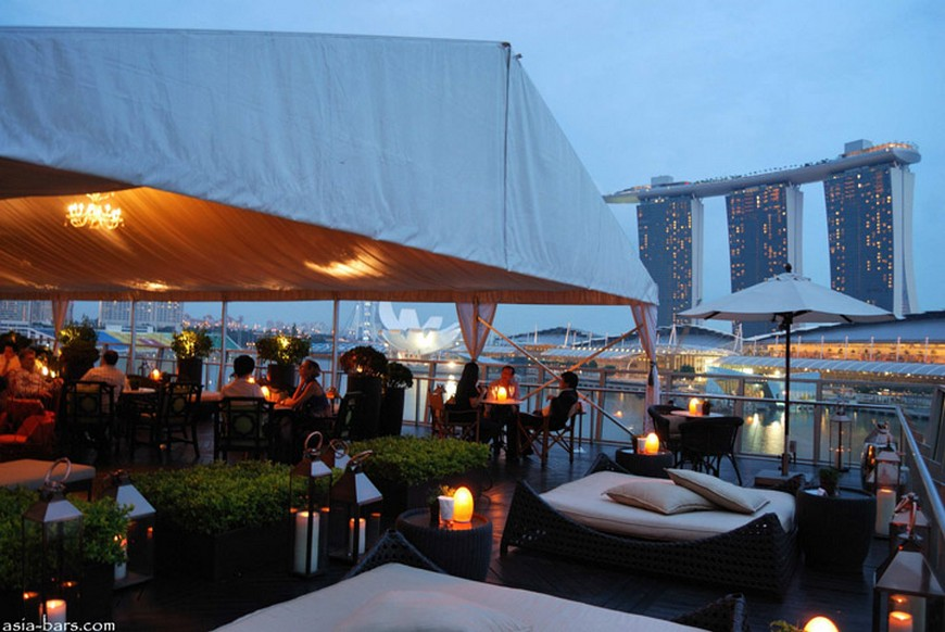 Discover the rooftop bar at The Fullerton Bay Hotel the fullerton bay hotel singapore Discover the rooftop bar at The Fullerton Bay Hotel Singapore Lantern Bar at The Fullerton Bay Hotel Singapore 07