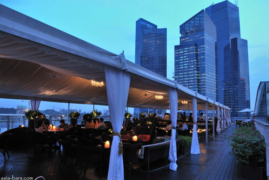 Discover the rooftop bar at The Fullerton Bay Hotel the fullerton bay hotel singapore Discover the rooftop bar at The Fullerton Bay Hotel Singapore Lantern Bar at The Fullerton Bay Hotel Singapore 08