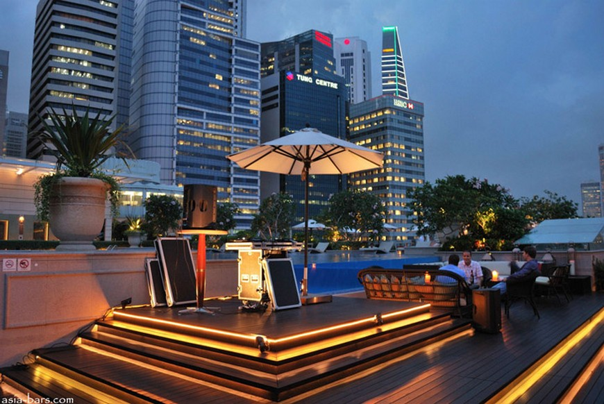 Discover the rooftop bar at The Fullerton Bay Hotel the fullerton bay hotel singapore Discover the rooftop bar at The Fullerton Bay Hotel Singapore Lantern Bar at The Fullerton Bay Hotel Singapore 09