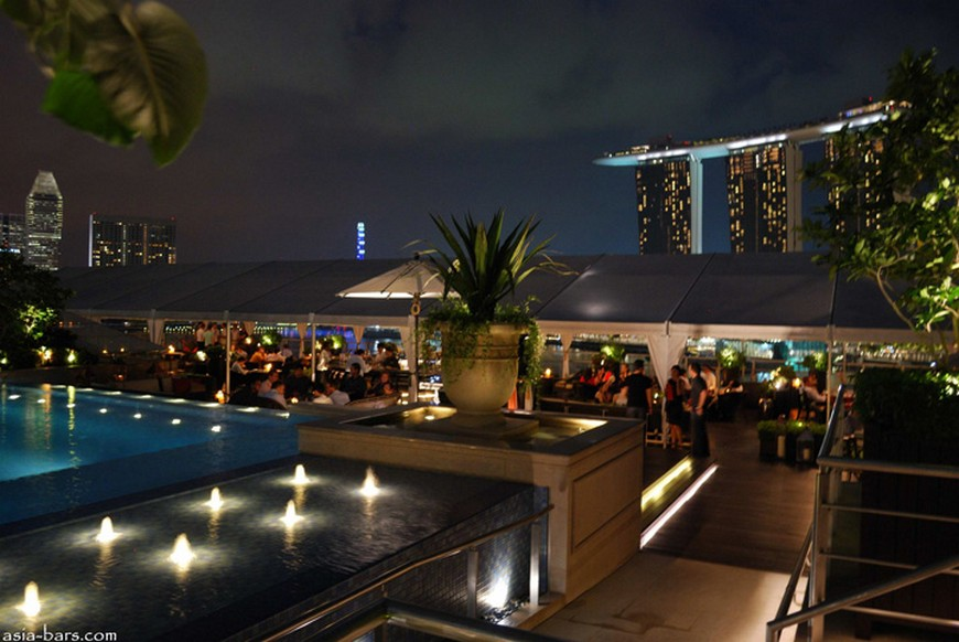 Discover the rooftop bar at The Fullerton Bay Hotel the fullerton bay hotel singapore Discover the rooftop bar at The Fullerton Bay Hotel Singapore Lantern Bar at The Fullerton Bay Hotel Singapore 11
