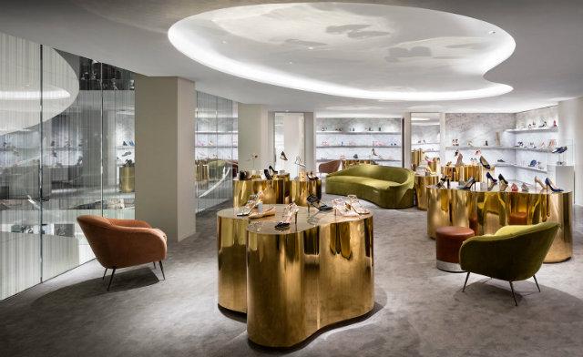 5. Barneys New york shopping in new york Shopping in New York: visit new Barneys flagship store 4
