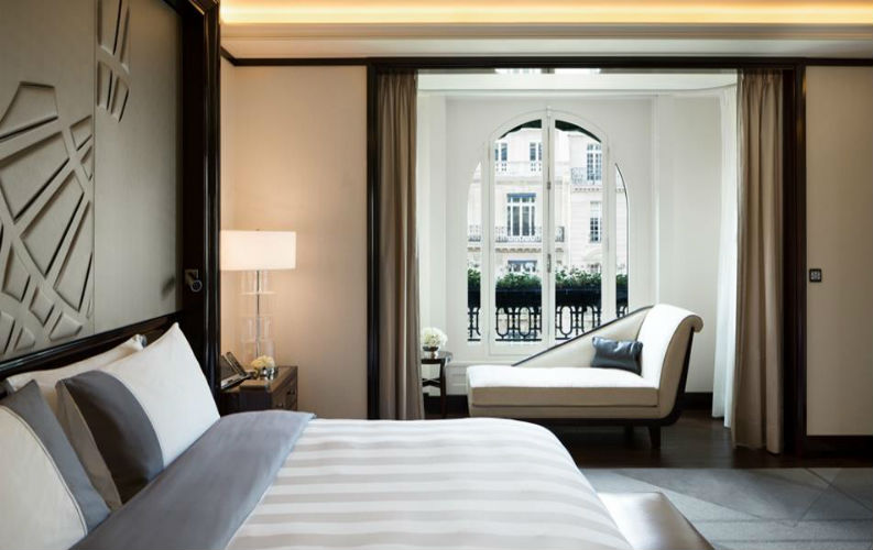 5 star hotel in paris best hotels in paris Top 5 Best Hotels in Paris With Bold and Luxurious Decors Top 5 Best Luxurious Hotels in Paris8
