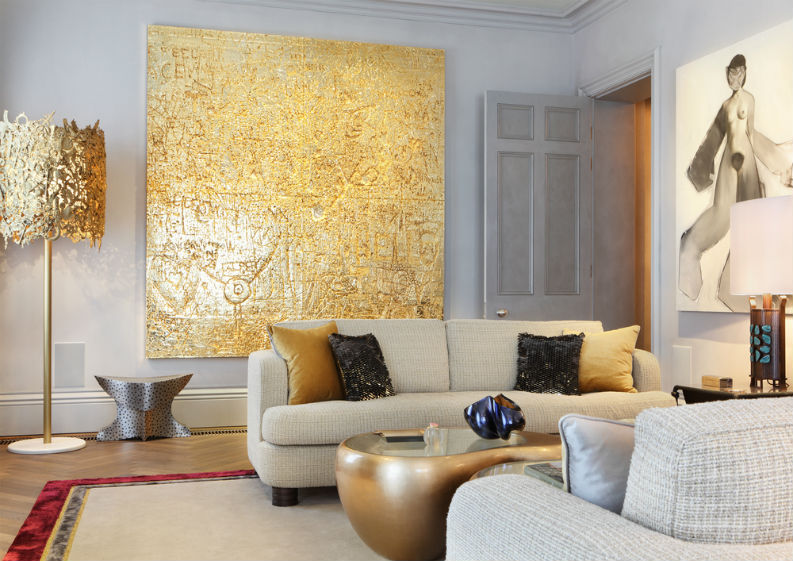 Francis Sultana used a mixture of cream and golden colours with confortable upholstery. francis sultana Francis Sultana – Luxury Interiors With Bold Colours Francis Sultana apartment 2