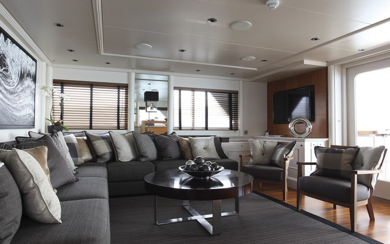 Luxury Yatch Interiors luxury yacht interiors 5 Stunning Luxury Yacht Interiors by H2 Yacht Design sky lounge 1600x1000