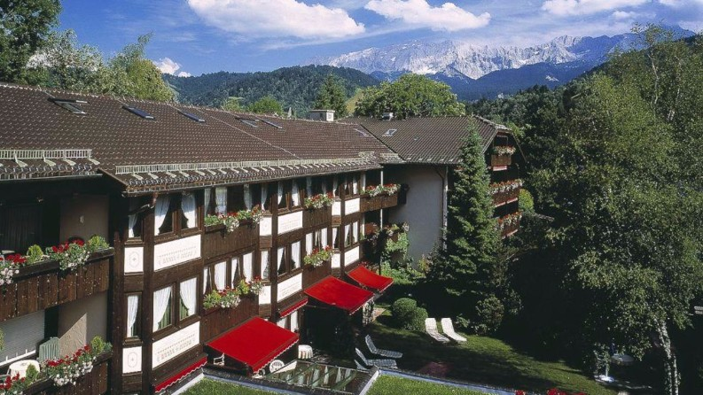 The 10 Best Resorts in Germany You Must Know Right Now best resorts The 10 Best Resorts in Germany You Must Know Right Now Reindl   s Partenkirchner Hof