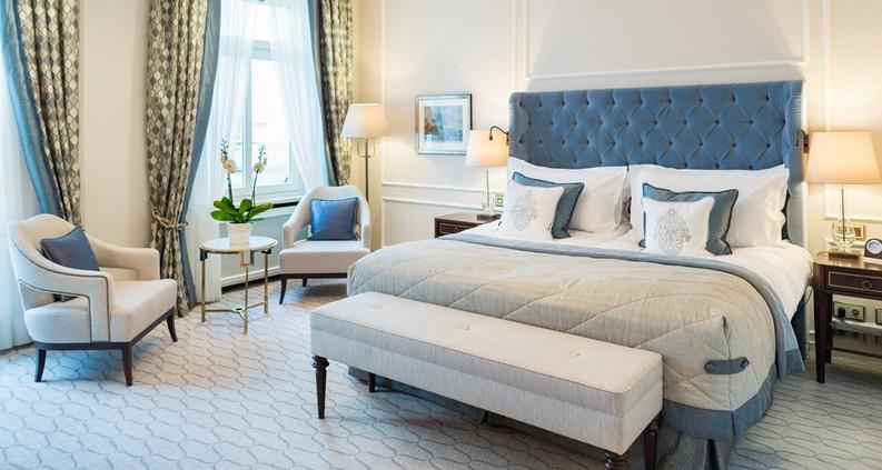 Meet the 7 Best Hotels Suite Views In The World  best hotels Meet the 7 Best Hotels Suite Views In The World fairmont hotel vier jahreszeiten hamburg 1