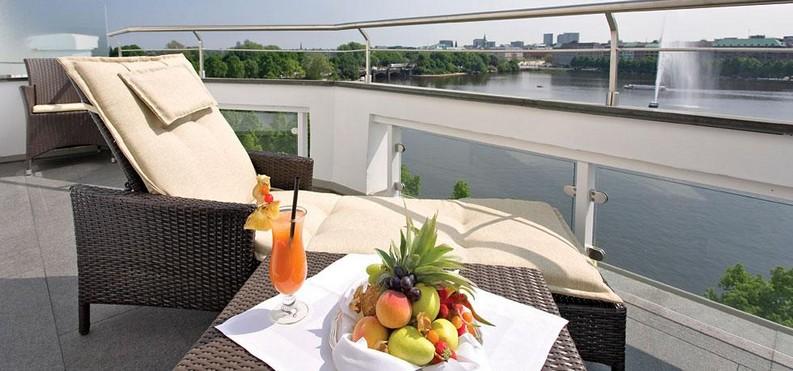 Meet the 7 Best Hotels Suite Views In The World  best hotels Meet the 7 Best Hotels Suite Views In The World fairmont hotel vier jahreszeiten hamburg 2