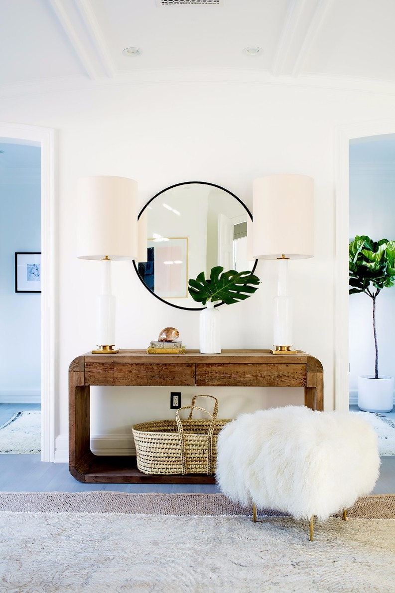 To Choose the Perfect Entry Table For Your Hallway interior design tips Interior Design Tips To Choose A Perfect Entry Table For Your Hallway 16724d15619b9f49a2d6010be302ed80