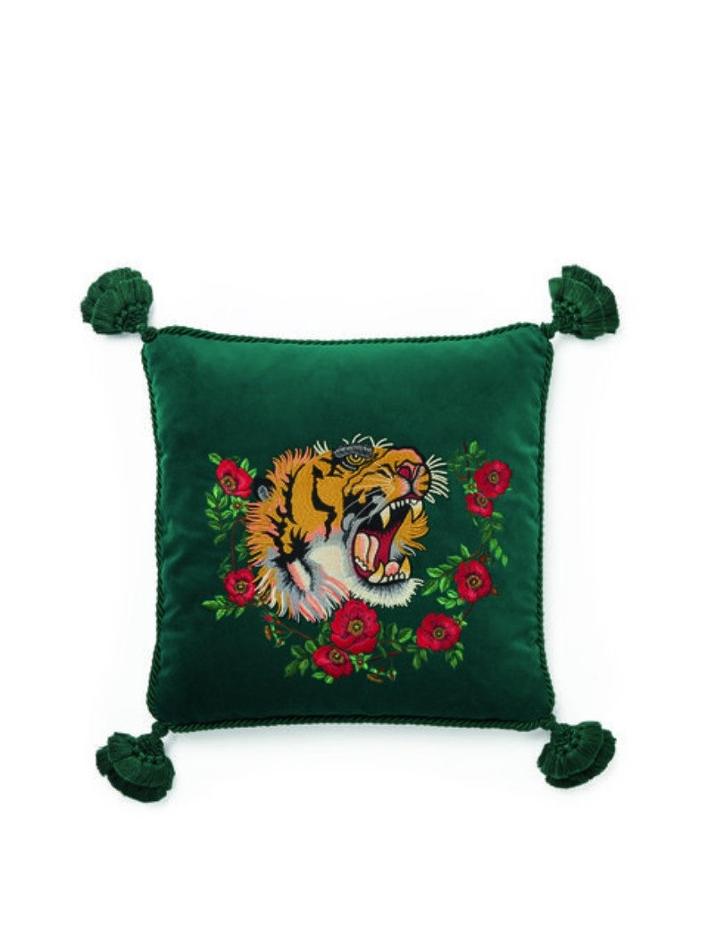 GUCCI launched a collection you will love | Home Decor. Living Room Ideas. Modern Interior Design. #homedecor #designfurniture #livingroomideas Discover more: https://brabbu.com/blog/category/design2/ home decor GUCCI launched a home decor collection you will love GUCCI launched a home decor collection you will love 1 1