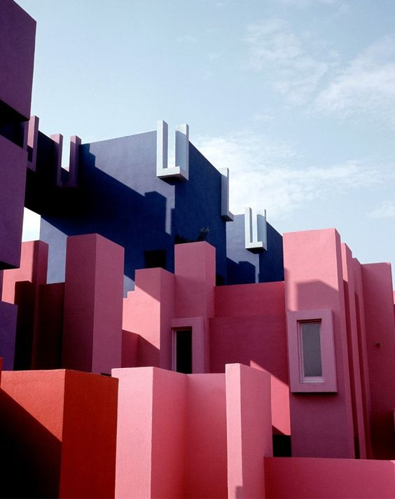 Design & Travel Inspiration For The Architecture Seeker. Architecture Building. Modern architecture. Travel Inspiration. #placestovisit #architecturebuilding #modern interior design » Discover the trendy places & amazing designs here: https://goo.gl/C4ajaD architecture building Design & Travel Inspiration For The Architecture Building Seeker La Muralla Roja de Ricardo Bofill 1