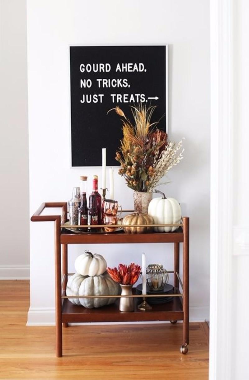 10 Halloween interior design tips that are both Chic and Spooky. Interior Design Ideas. Halloween Party decor. Halloween Decoration. #halloweenpartydecor #interiordesigntips #diningroomideas Get inspired every day:https://goo.gl/y85kv9