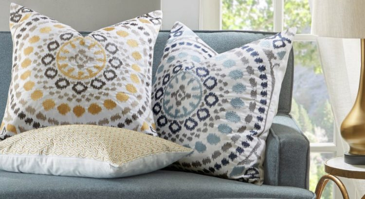 How to style a living room with decorative pillows for Decorative accent pillows living room