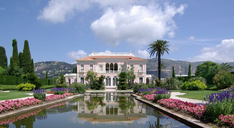 villa 5 Villas to Discover in France Villa Ephrussi de Rothschild BW 2011 06 10 11 42 29a 750x410