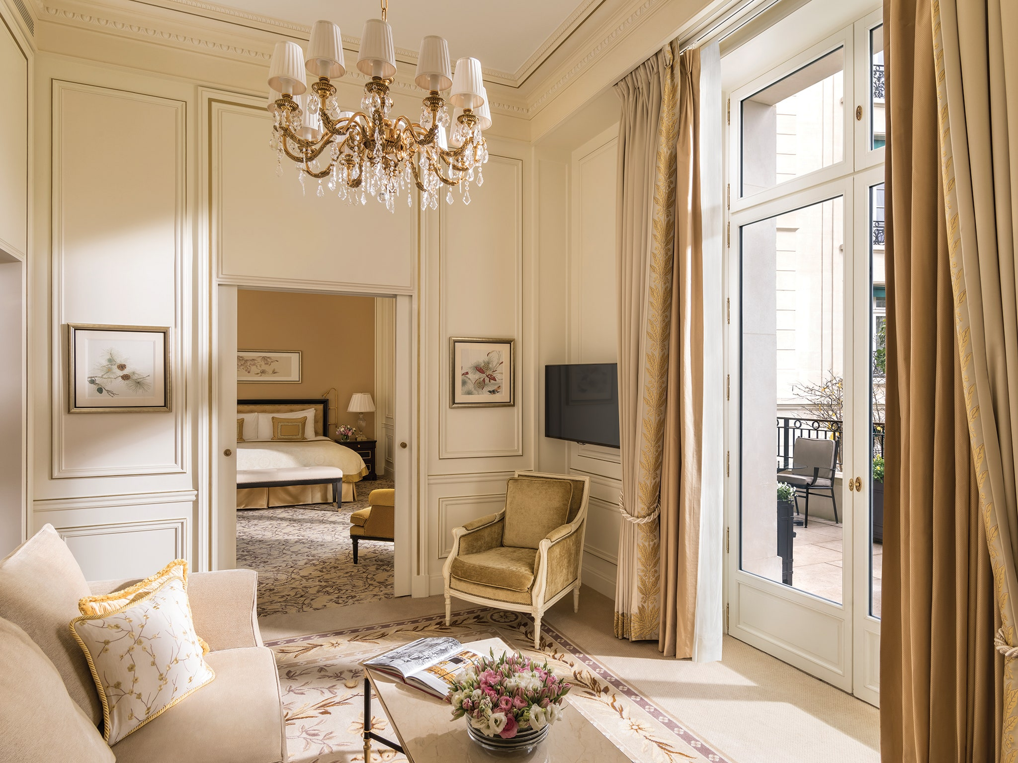 pierre-yves rochon Interior Design from Paris to Chicago: Pierre-Yves Rochon Suite2 ShangriLaHotelParis ParisFrance CRHotel