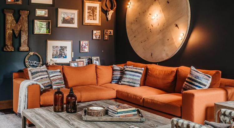 Modern living room with Applegate Tran Interiors